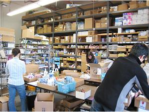倉庫内には商品在庫がぎっしり